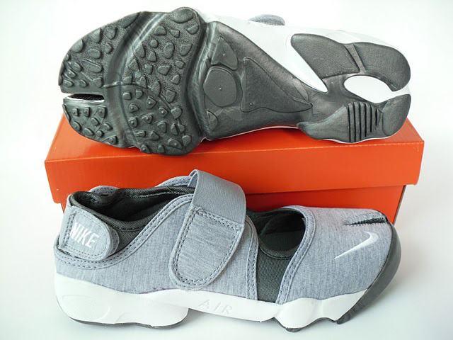 Nike Enfant Tyle Chaussures Collection Noir Blanche Et Couleur OkXTZuPiwl